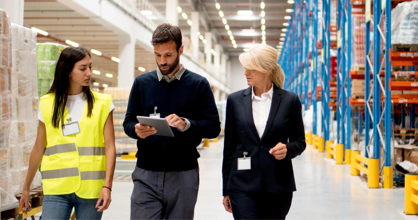 salarié sécurité dans une usine ISO-45001